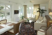 Appartement 10 - Blick in den gemütlichen Wohnbereich mit 3D-LED-TV